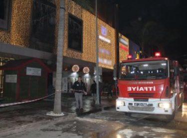 Antalya'da AVM önünde yangın
