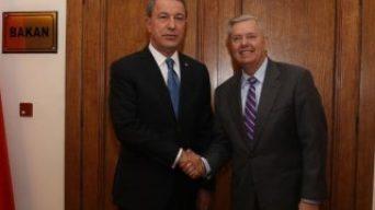 Bakan Akar ABD'li senatör Lindsey ile görüştü