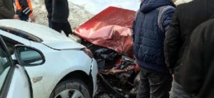 Bolu'da 2 otomobil çarpıştı: 3 yaralı