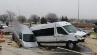 Gaziantep'te yol çökünce oluşan dev çukura araçlar düştü