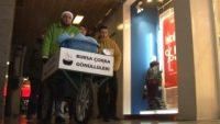 Gönüllü çorbacılar yardıma muhtaçların içini ısıttı