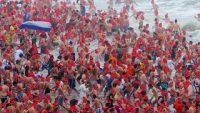Hollandalılar yeni yılı denizde kutladı