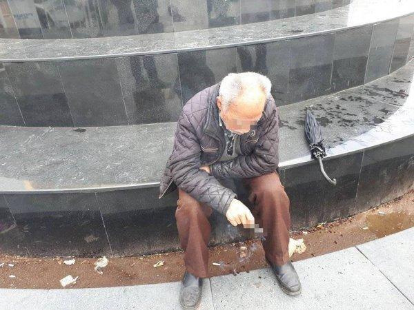 İki kadın yaşlı adamı 500 lira dolandırdı