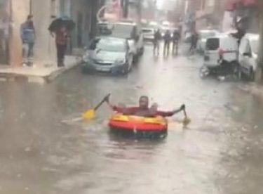 İzmir'de sağanak yağış keyfi