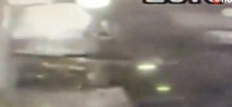 Minibüs yaşlı kadını metrelerce sürükledi
