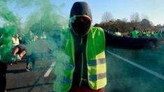 Protestolar, Fransa'ya uçuşları düşürdü