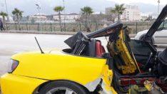 Yeni aldığı üstü açık spor otomobiliyle kaza yaptı