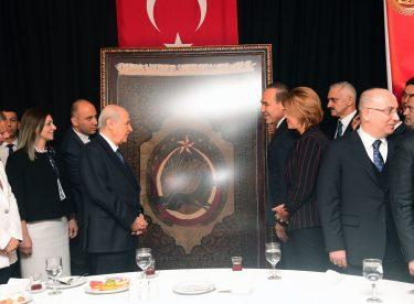 """Başkan Sözlü'den MHP Lideri Bahçeli'ye """"Tarihi Halı"""""""