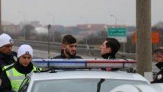 Ehliyetsiz sürücüyü 25 kilometre kovaladılar