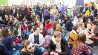 Fransız öğrenciler 'çevre' için sokakta