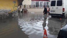 Hatay'da cadde ve bahçeler sular altında