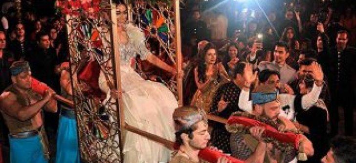 Hint düğününde Modi'ye 'oy' çağrısı