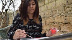 Afrinli kadın ressam, kız çocuklarına umut aşılıyor