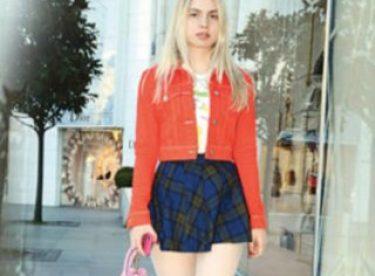 Aleyna Tilki mini eteğiyle alışverişte