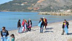 Ana sınıfı öğrencileri Bozyazı sahilini temizledi