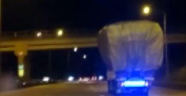 Aşırı yük taşıyan kamyonun tehlikeli yolculuğu
