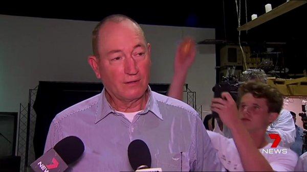 Avustralyalı ırkçı senatöre 'yumurtalı' protesto