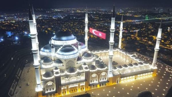 Camlıca Camii'nde ilk ezan