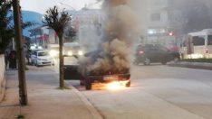 Sakarya'da alev alan otomobil küle döndü