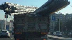 Diyarbakır'da aşırı yüklü kamyon tehlike saçtı