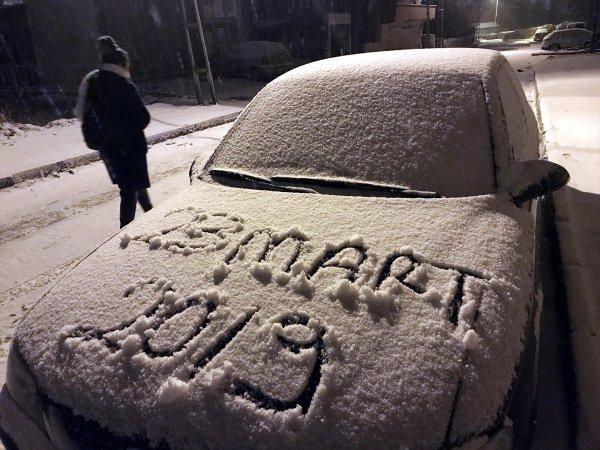 Doğu'da kar yağışı sürüyor