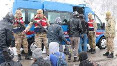 Jandarma Donmak Üzere Olan Göçmenleri Kurtardı