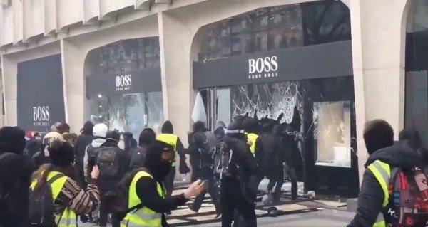 Fransa sokakları bir kez daha savaş alanına döndü
