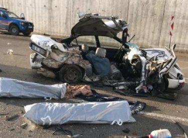 Kargo kamyonuyla otomobil çarpıştı: 2 ölü, 3 yaralı