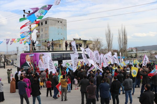 Pervin Buldan Diyarbakır'da boş sokaklara konuştu