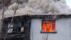 Silivri'de ahşap ev alev alev yandı