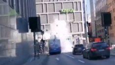Tünele girmeye çalışan otobüs patladı