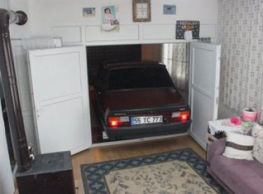 1999 model Toros'unu evinin odasında saklıyor
