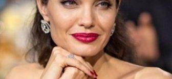Angelina Jolie'nin çocukluk fotoğrafları
