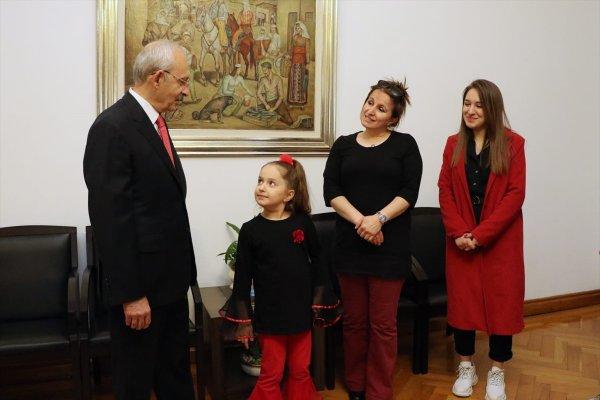 CHP Genel Başkan koltuğuna şehit kızı oturdu