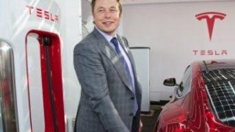Elon Musk robot taksi uygulamasını başlatıyor
