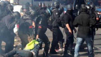 Fransız İçişleri'ne göre polis şiddete başvurmuyor