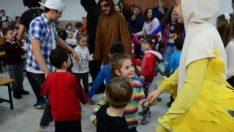 Lise öğrencilerinden köylerdeki çocuklar için tiyatro
